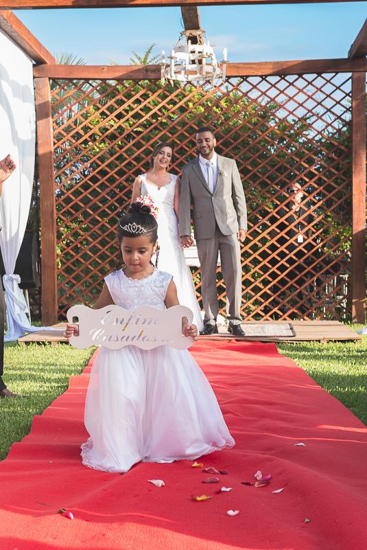 saida dos noivos do casamento
