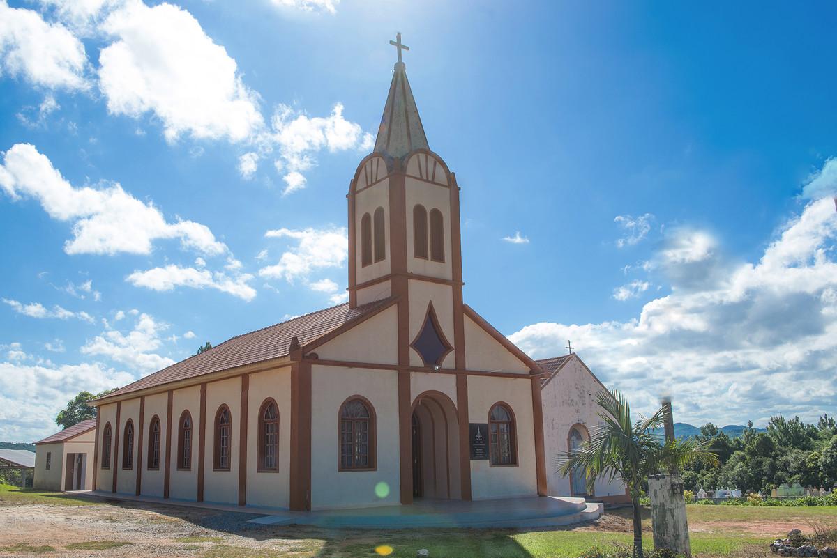 Vista panorâmica da igreja onde será o casamento.