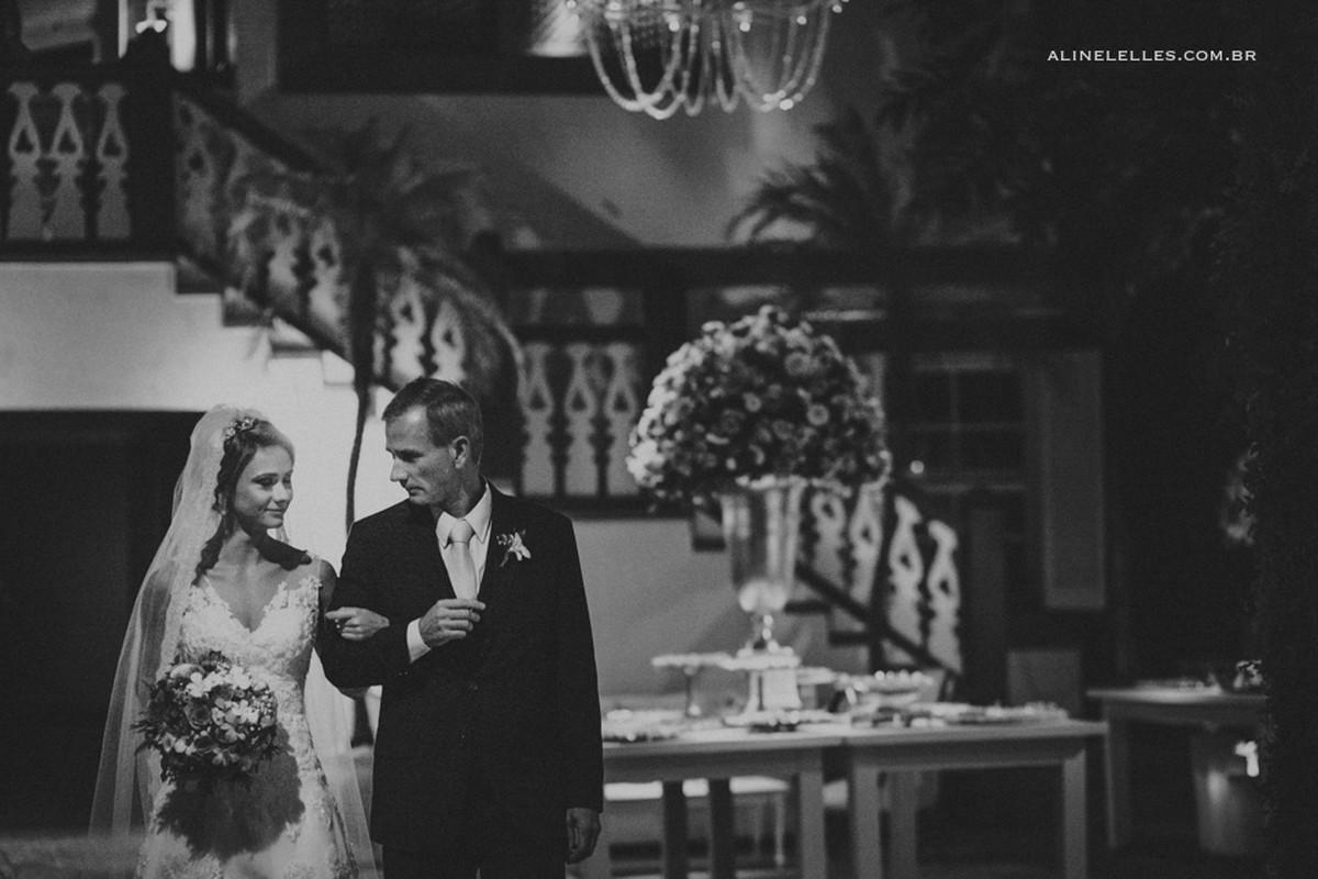 Affective Photography Aline Lelles Rodrigo Wittitz, Wedding Photography, Making Off the Bride, Wedding Party, Quinta do Chapeco House Party, Bouquet, Wedding Decoration, Wedding Dress