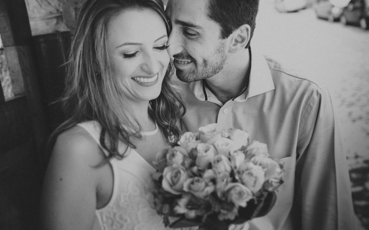 aline lelles, atelier aline lelles, atelier de fotografia, bouquet de flores, casados, casados para sempre, casais, casal, couple, e-session, ensaio de casal, ensaio romantico, fotografia de casal, fotografia de cinema, fotografia de gente feliz, fotograf
