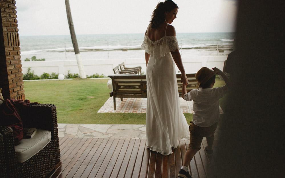 Moment of the Bride | Camila sendo fotografada por Aline Lelles no seu (Re) Casamento | Fotografia de Casamento , Wedding Picture