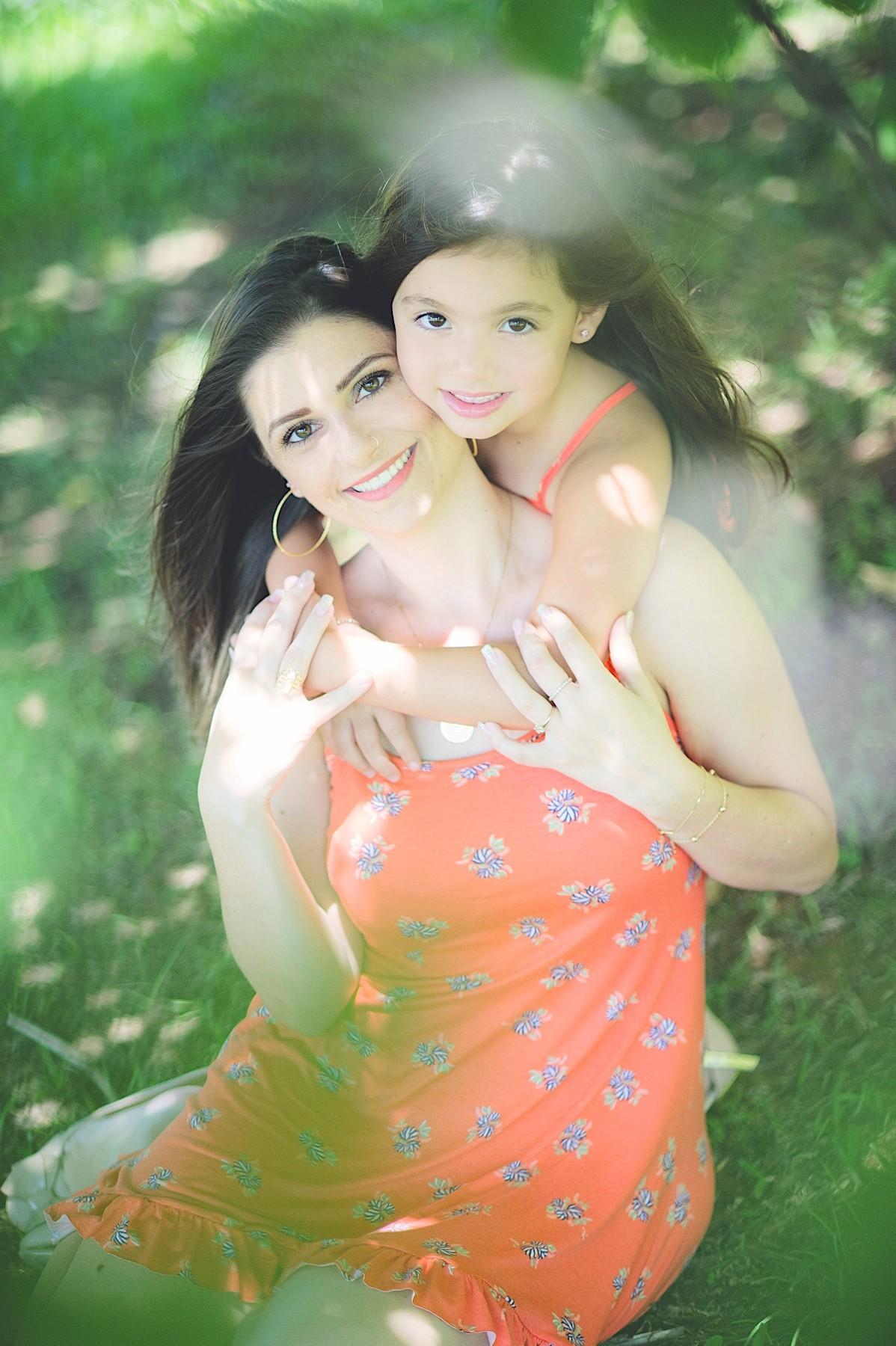 ensaio mãe e filha - ensaio externo - book - ensaio fotográfico - ao ar livre - campo alegre - chroma fotografia