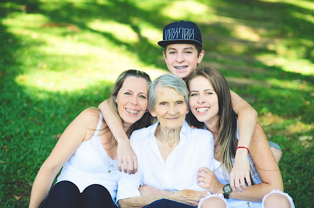 vó - avó - grandma - grandmother - família - family - mãe - mother - netos - grandchildren - katia - gabriel - noeli - são bento do sul - chroma fotografia