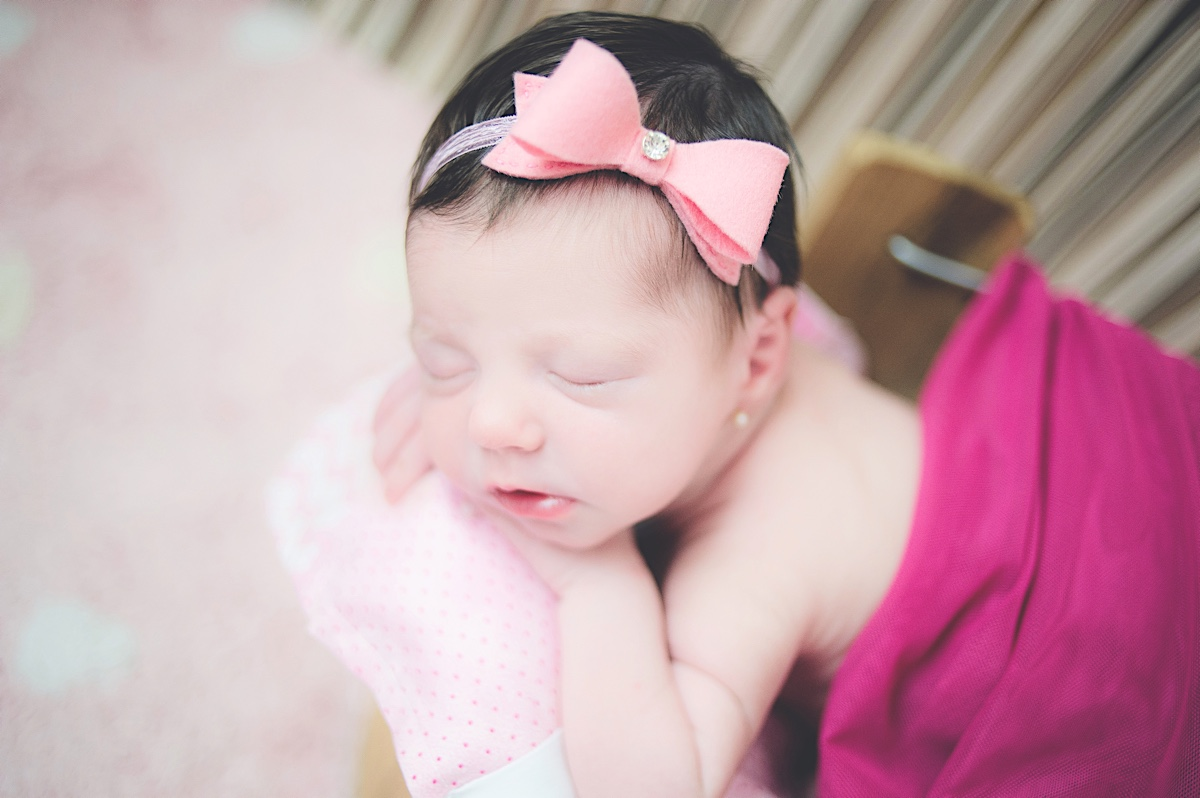 newborn - recém nascido - mãe de menina - baby girl - ensaio newborn - casa do cliente - jaraguá do sul - chroma foto - chroma footgrafia - fabiana silva - pamela machado