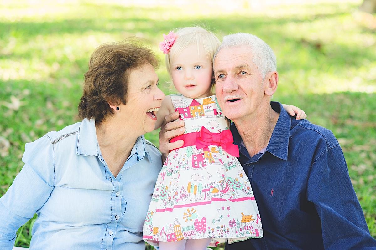 família - ensaio família - alice - mãe - avós - parque - são bento do sul - chroma fotografia