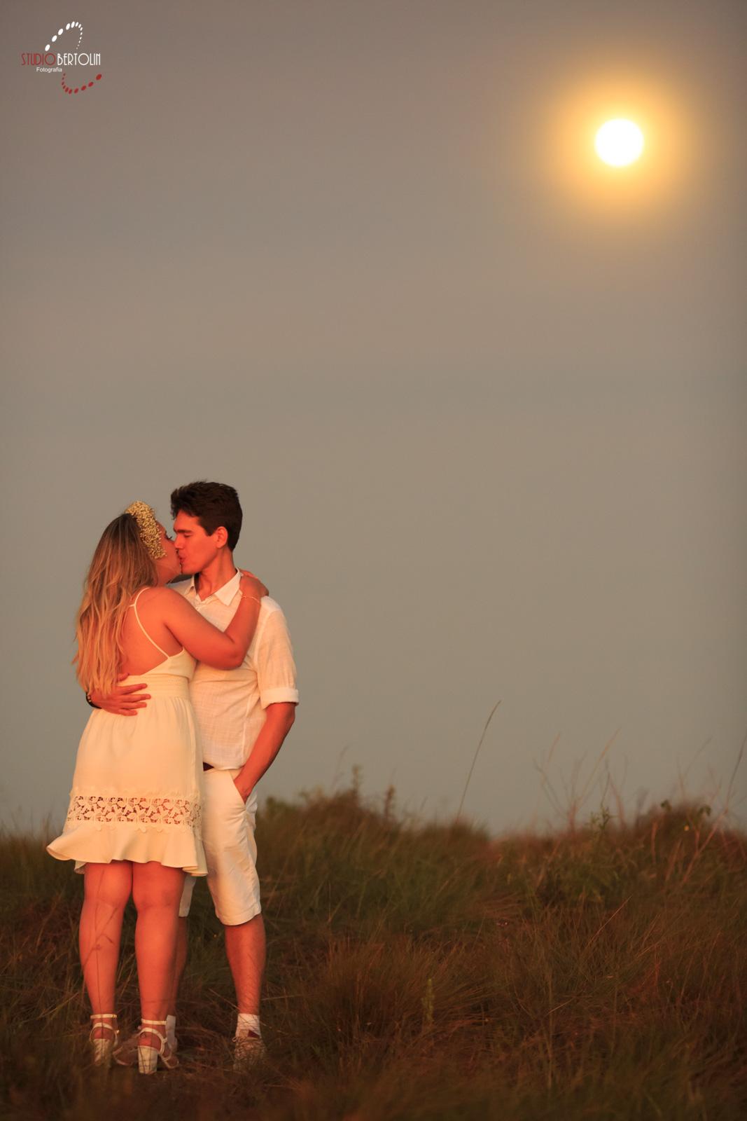 beijo casal lua