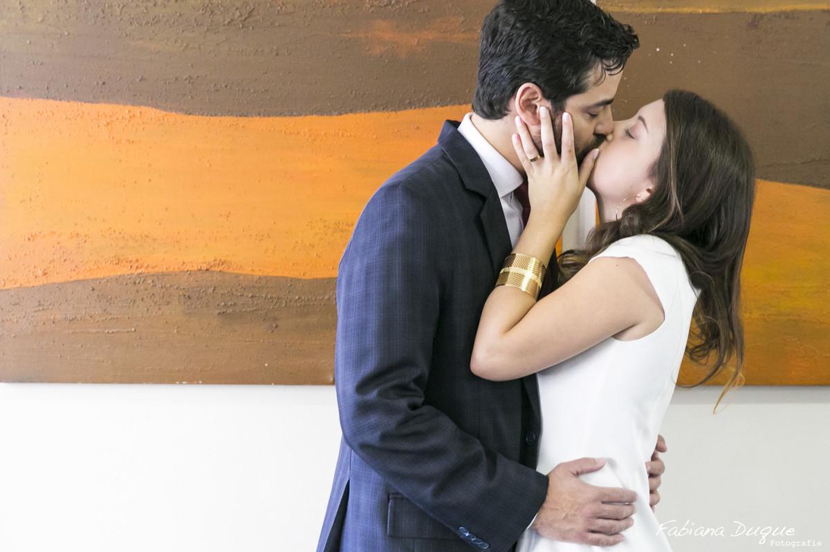 ensaio de casal, beijo do casal, cerimonia civil, casamento civil em São Paulo
