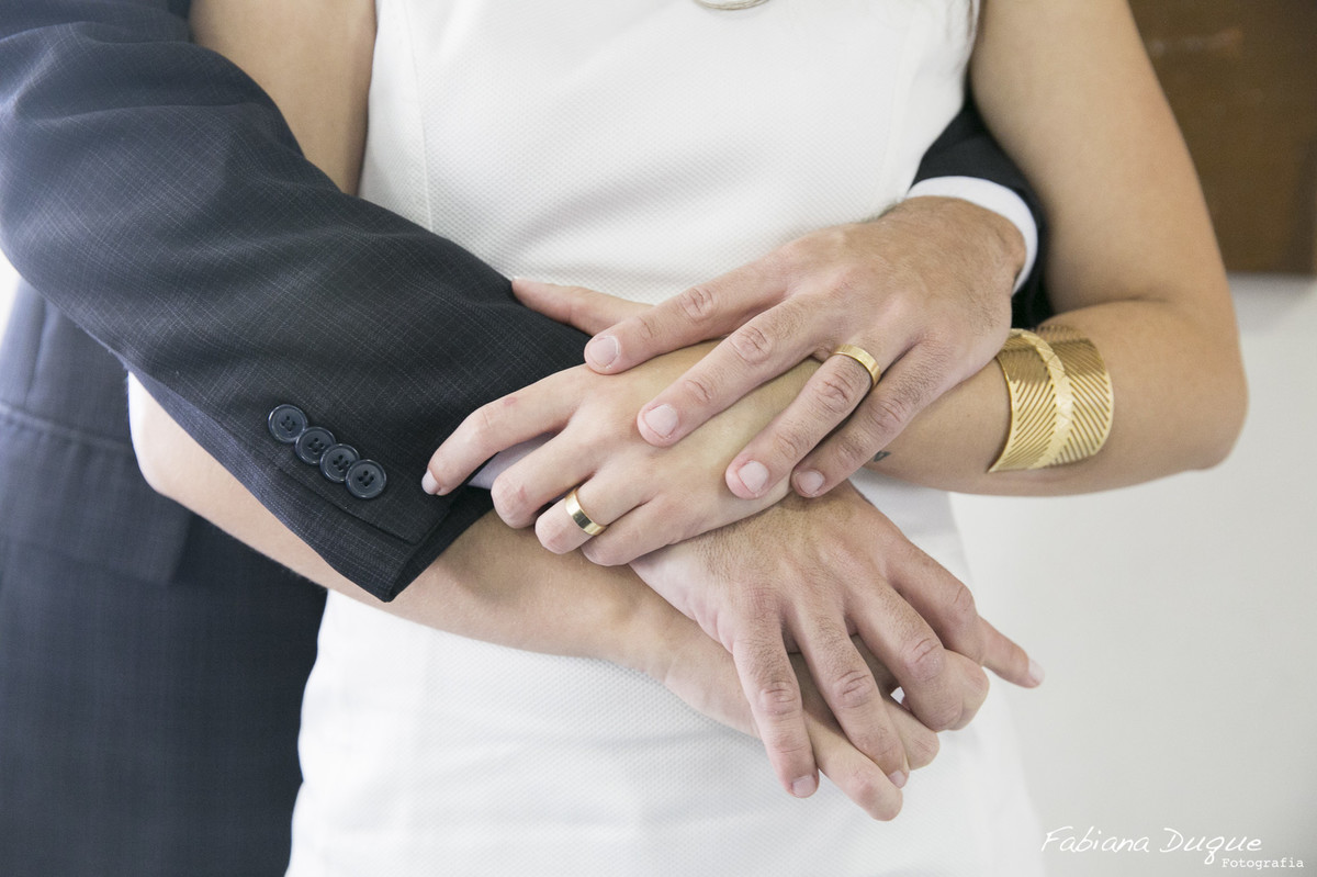 ensaio de casal, casamento civil, troca das alianças
