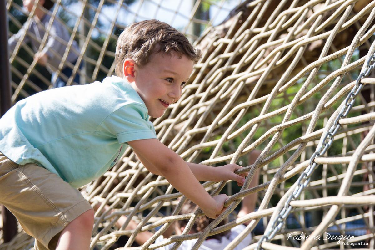Menino brincando no parquinho no Parque Burle Marx - SP