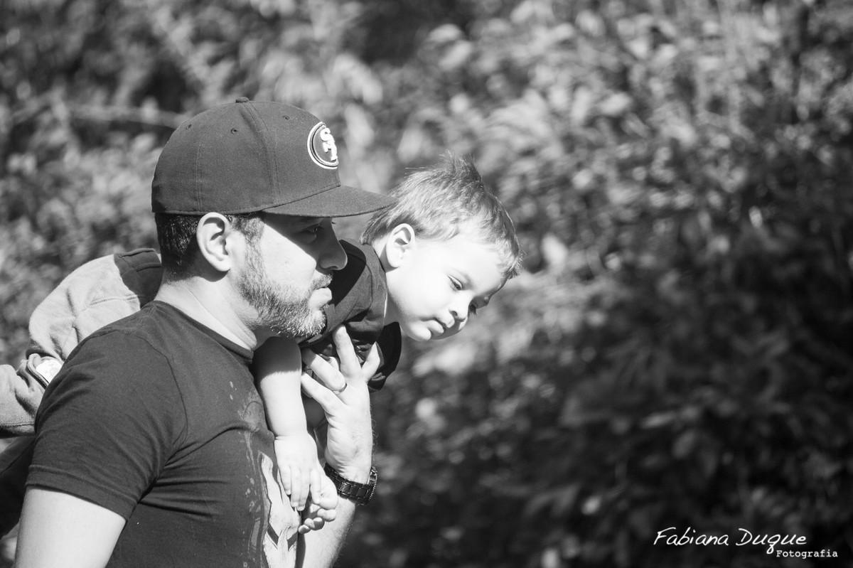 Pai e filho brincando no parque villa lobos - SP