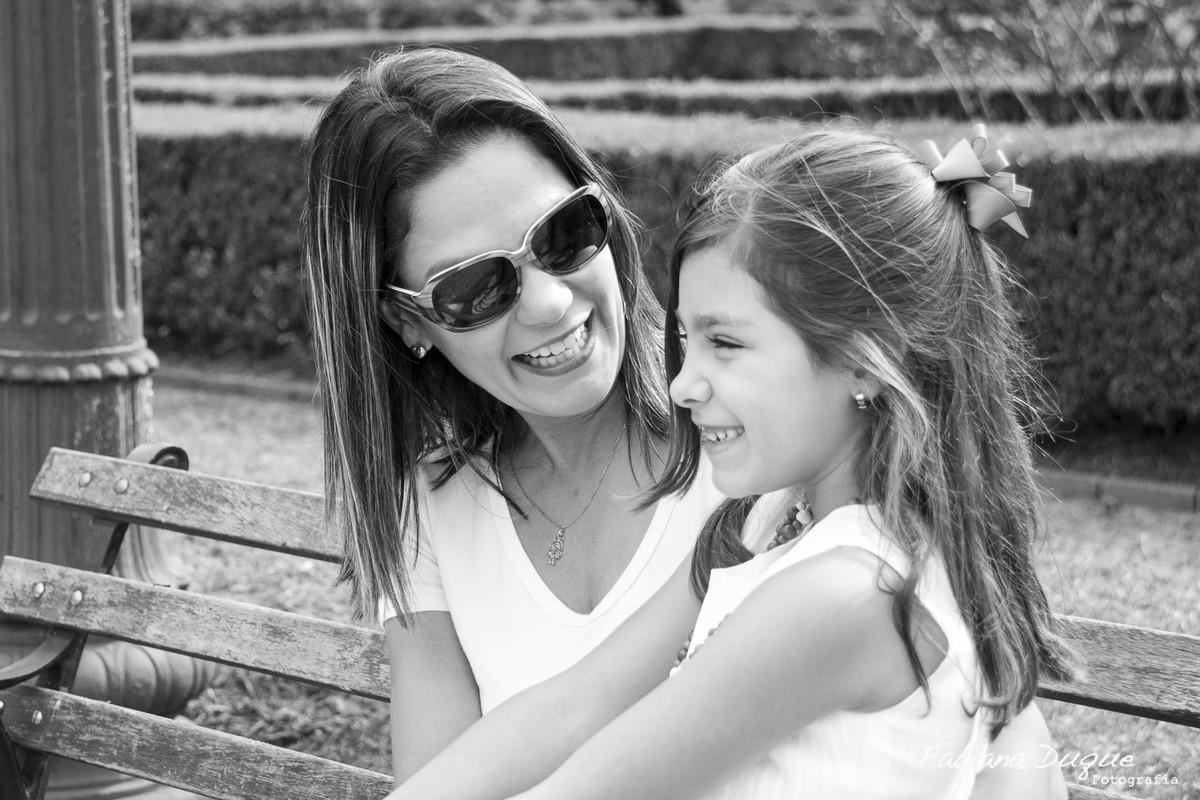 Mãe e filha brincando no parque da independência - SP