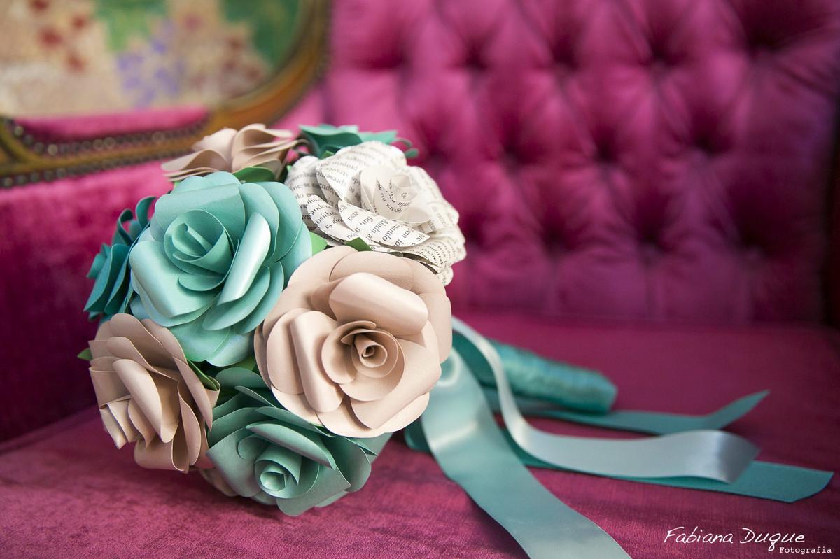 Buquê de papel feito pela noiva