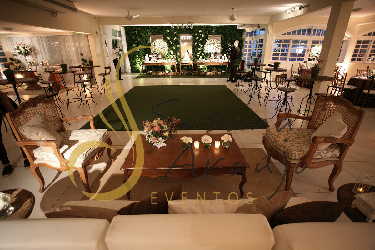 Casamento Casa da Amizade Niteroi Pista de danças carpete verde musgo bistrôs rústicos madeira lounge sofá poltrona luis XV composição de arranjos velinhas
