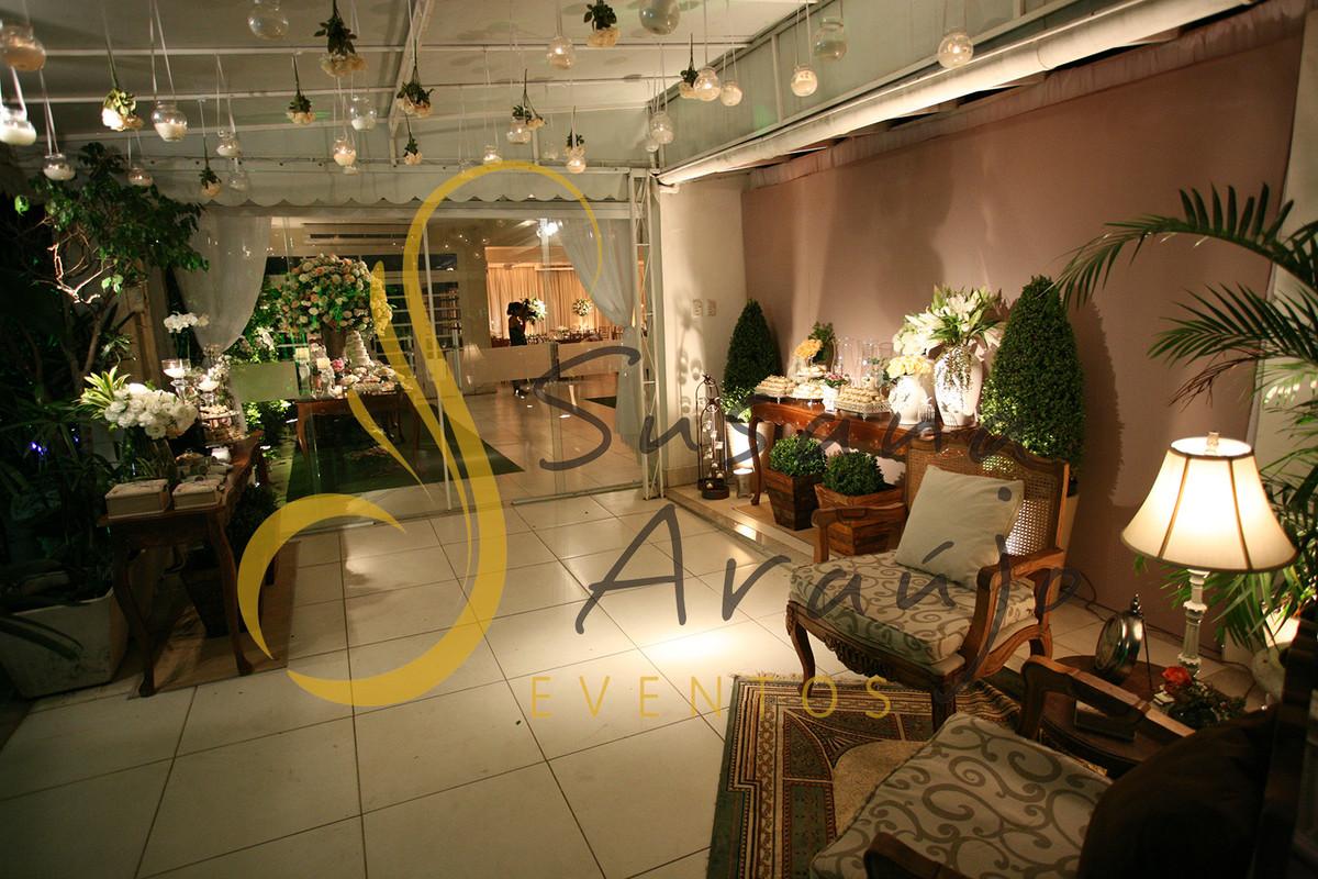 Casamento Casa da Amizade Niteroi Entrada Velas Bouquet de flores suspensas mini lounge aparador cafe bem casado