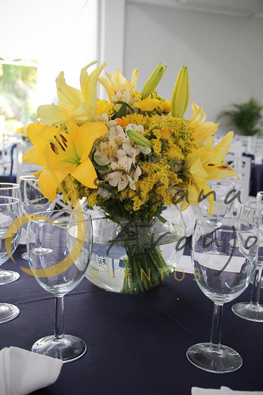 Casamento Casa Fróes Niterói RJ Decoração floral flores amarelas bouquet aquario Centro de mesa toalha azul marinho