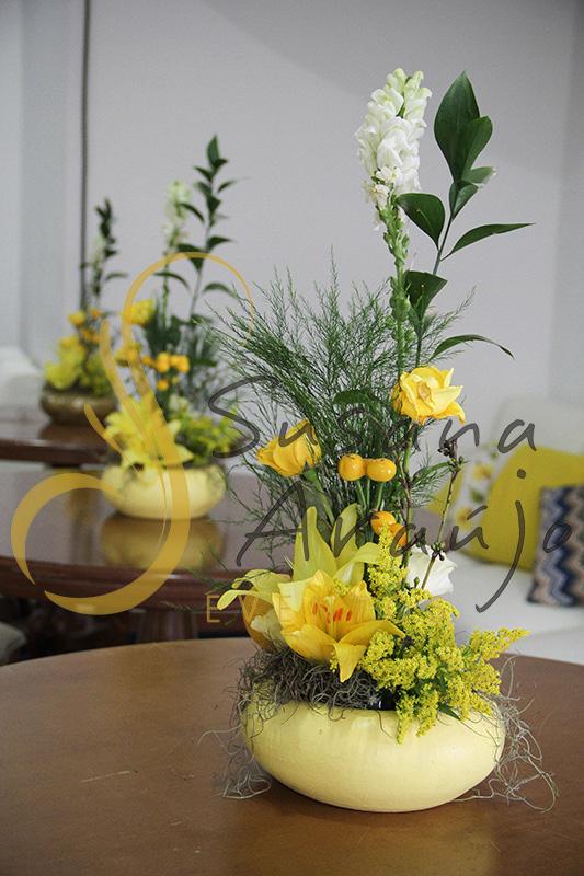 Casamento Casa Fróes Niterói RJ Decoração floral flores amarelas centro de mesa vegetativo arranjo mesa bistro pequena