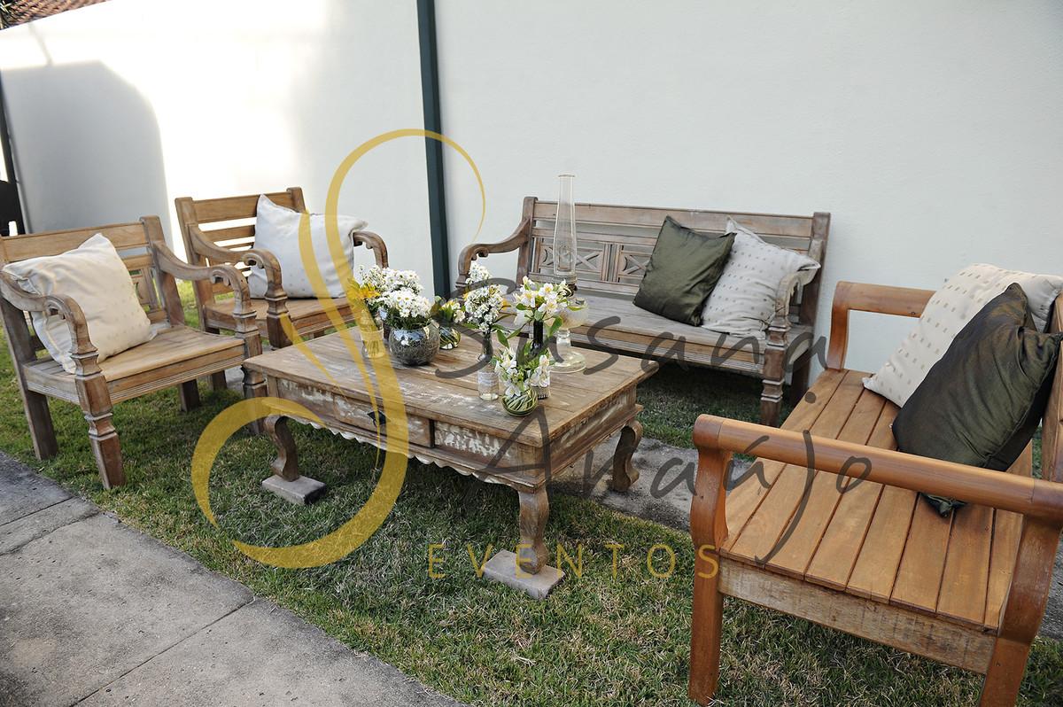 Casamento Cerimônia ao ar livre gramado sitio Decoração floral flores arranjinhos lounge rústico