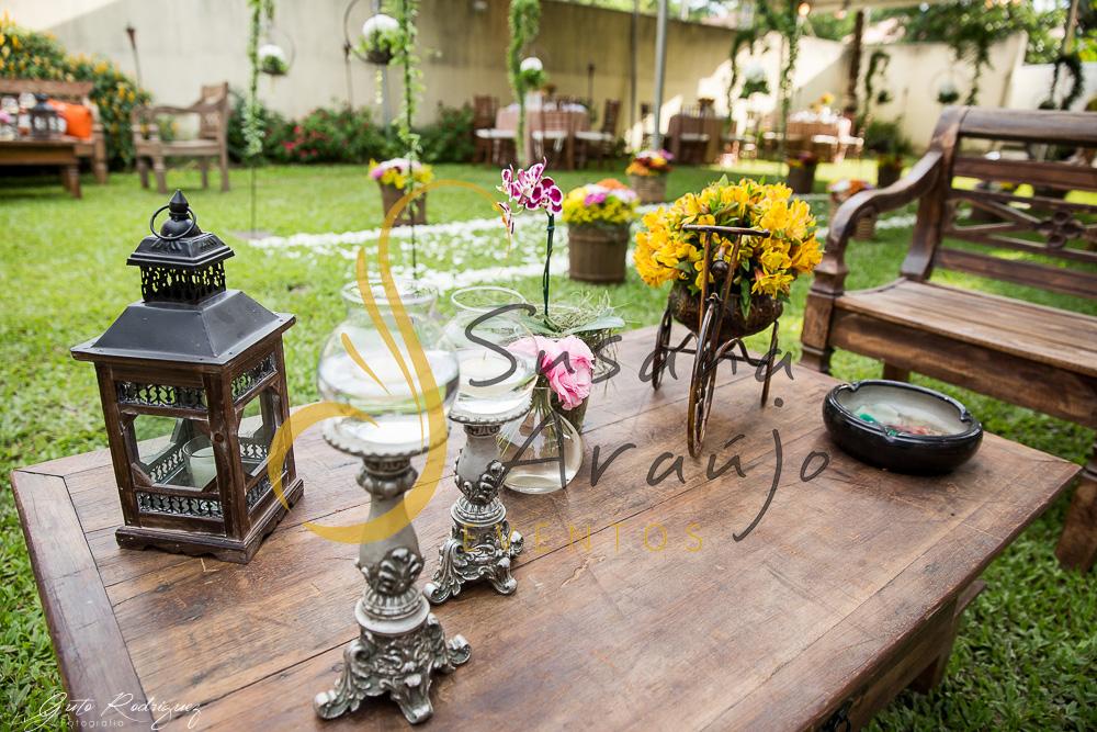 Casamento Cerimônia ao ar livre Decoração floral flores amarelas arranjinhos peças decorativas bicicleta ferro