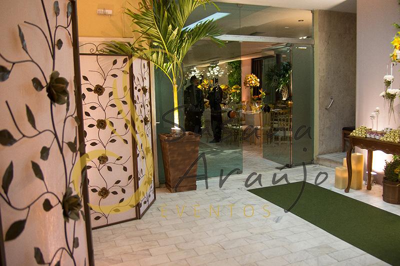 Casamento Clube Central Icarai Decoração plantas verde muro painel passadeira corredor verde entrada biombo ferro