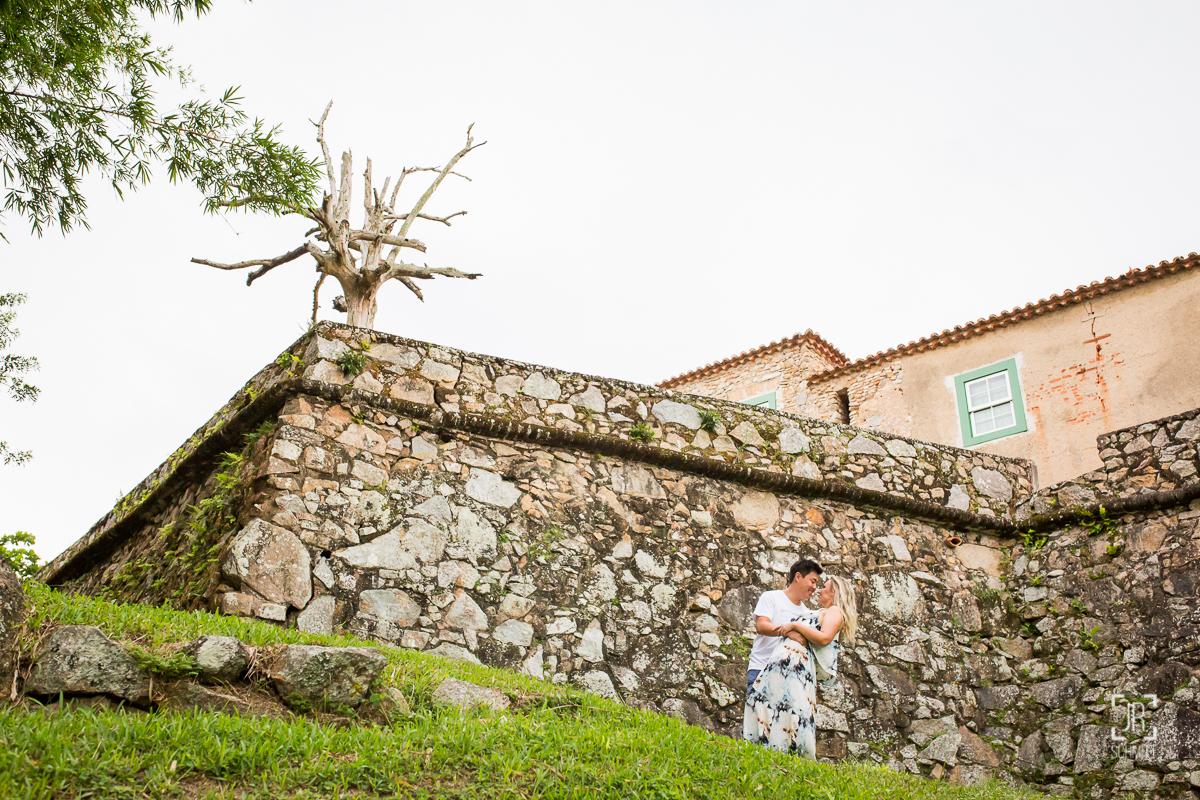 casal muro de pedras