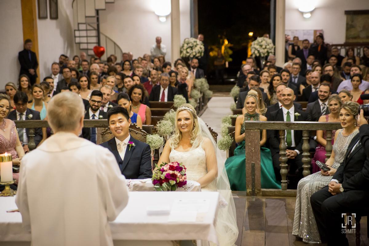 cerimonia com noivos sentados