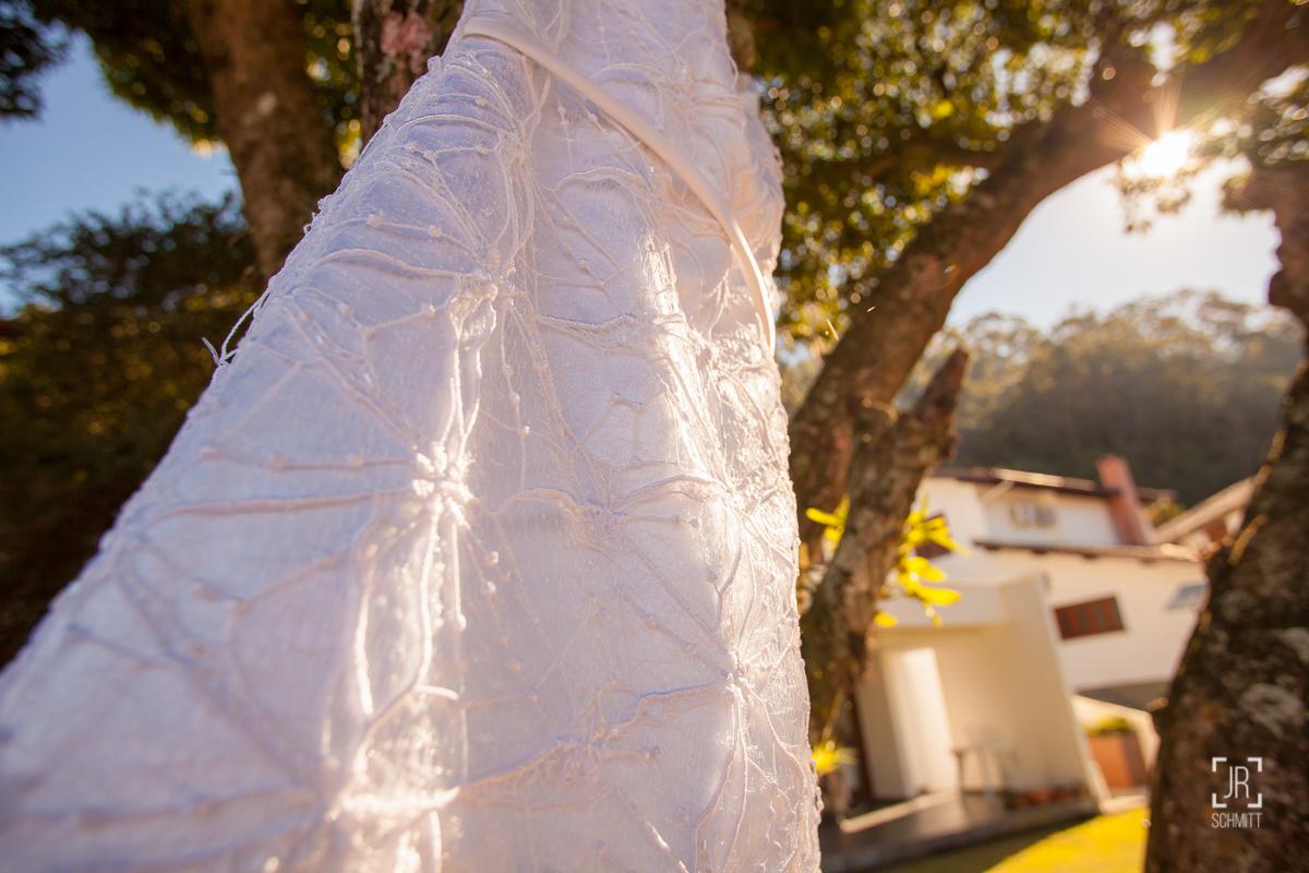 detalhe do vestido bordado com pérolas