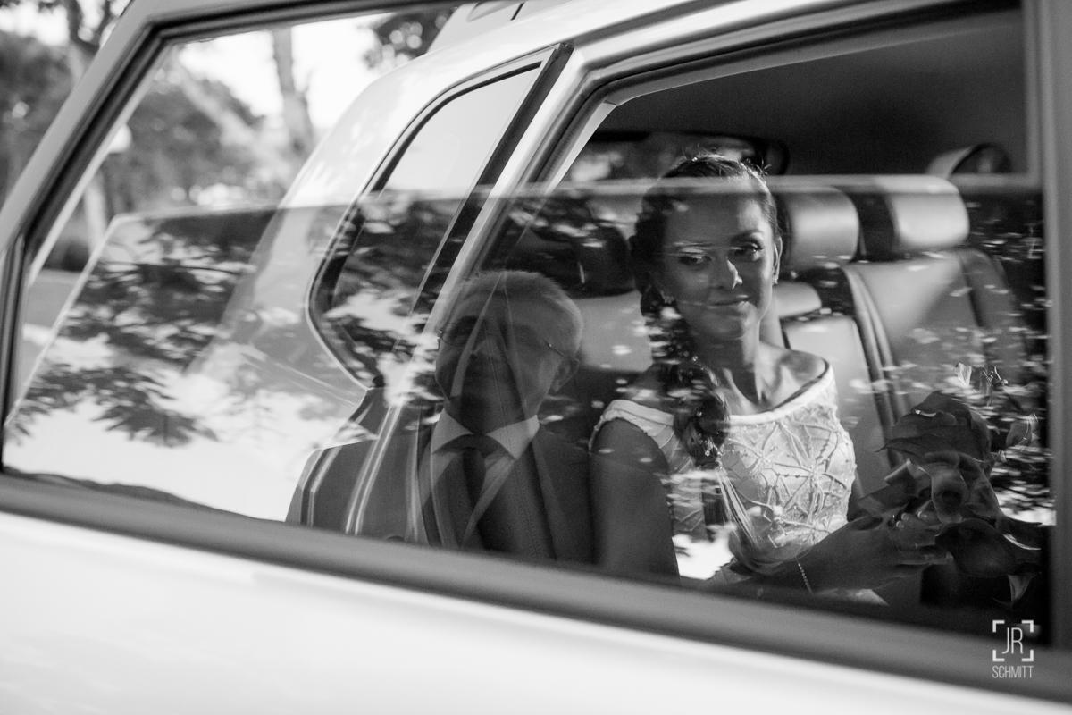 pai da noiva reflexo vidro carro