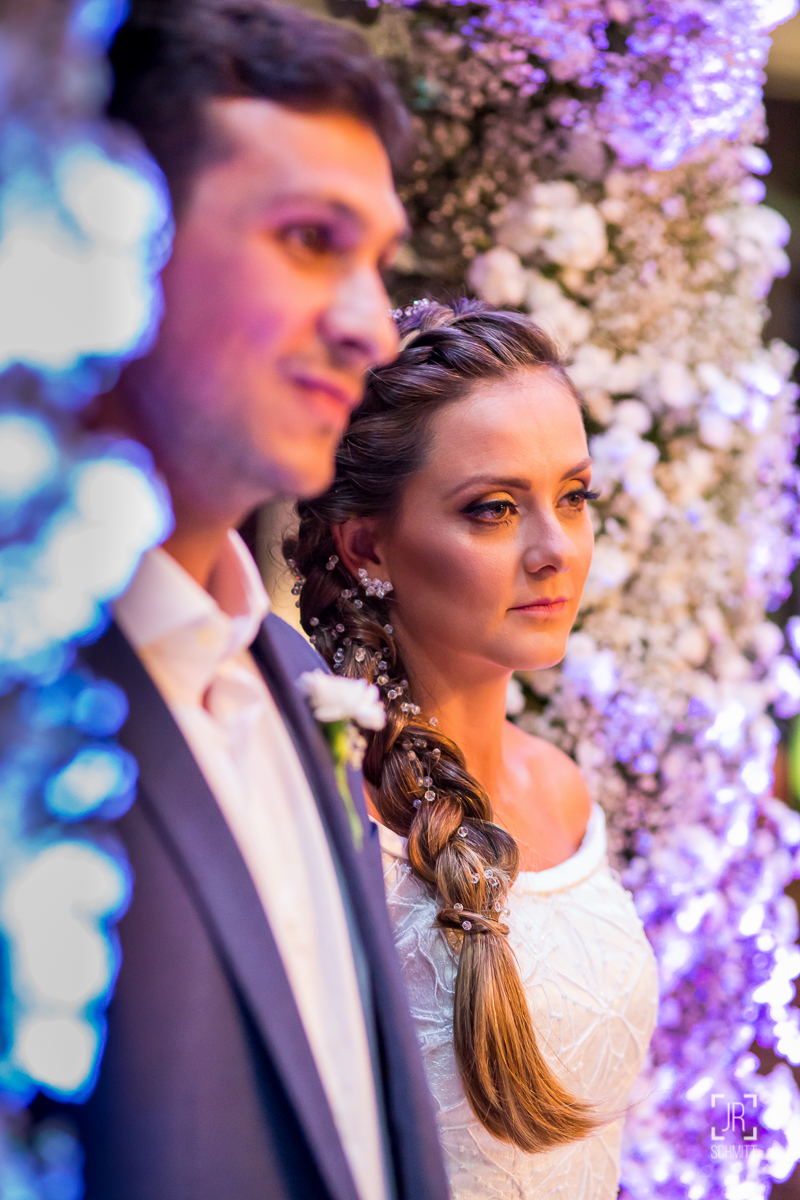 noivos atentos durante o casamento
