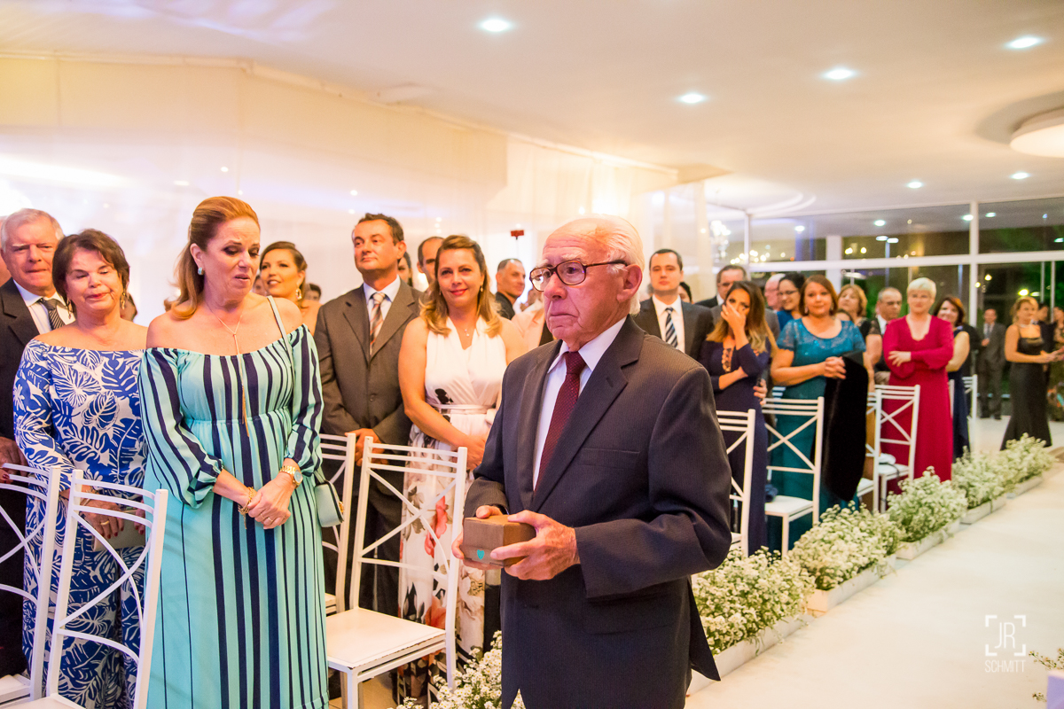 alianças trazidas pelo avô da noiva