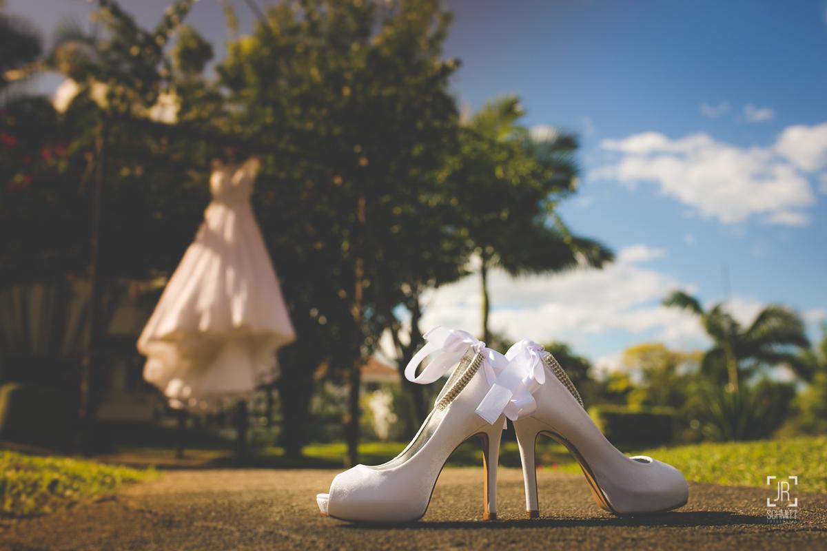 Sapato da noiva com laço de fita