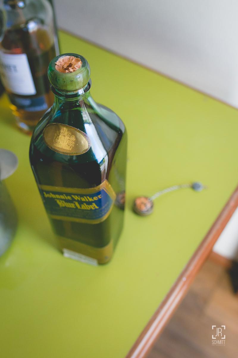 Whisky blue label com a rolha quebrada