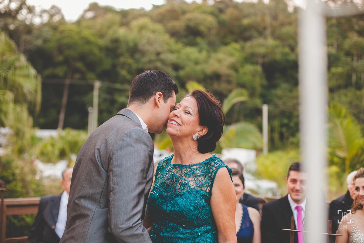 Noivo beijando a mãe - cervejaria jester