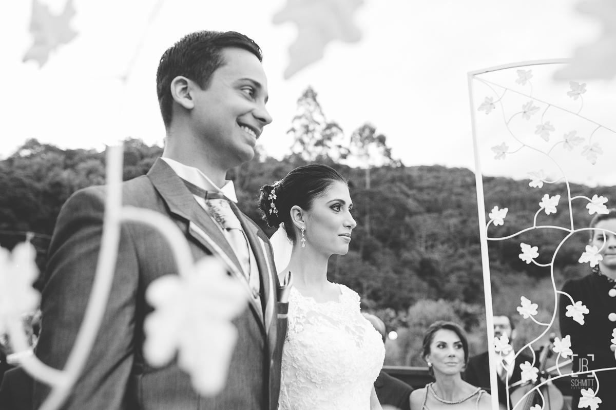 noivos felizes durante a celebração