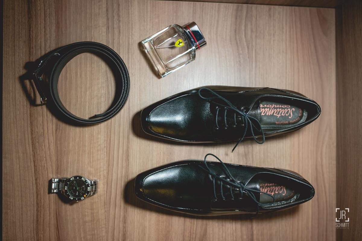 acessórios e sapato do noivo