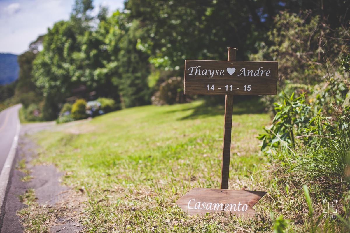 placa dos noivos na entrada do casamento