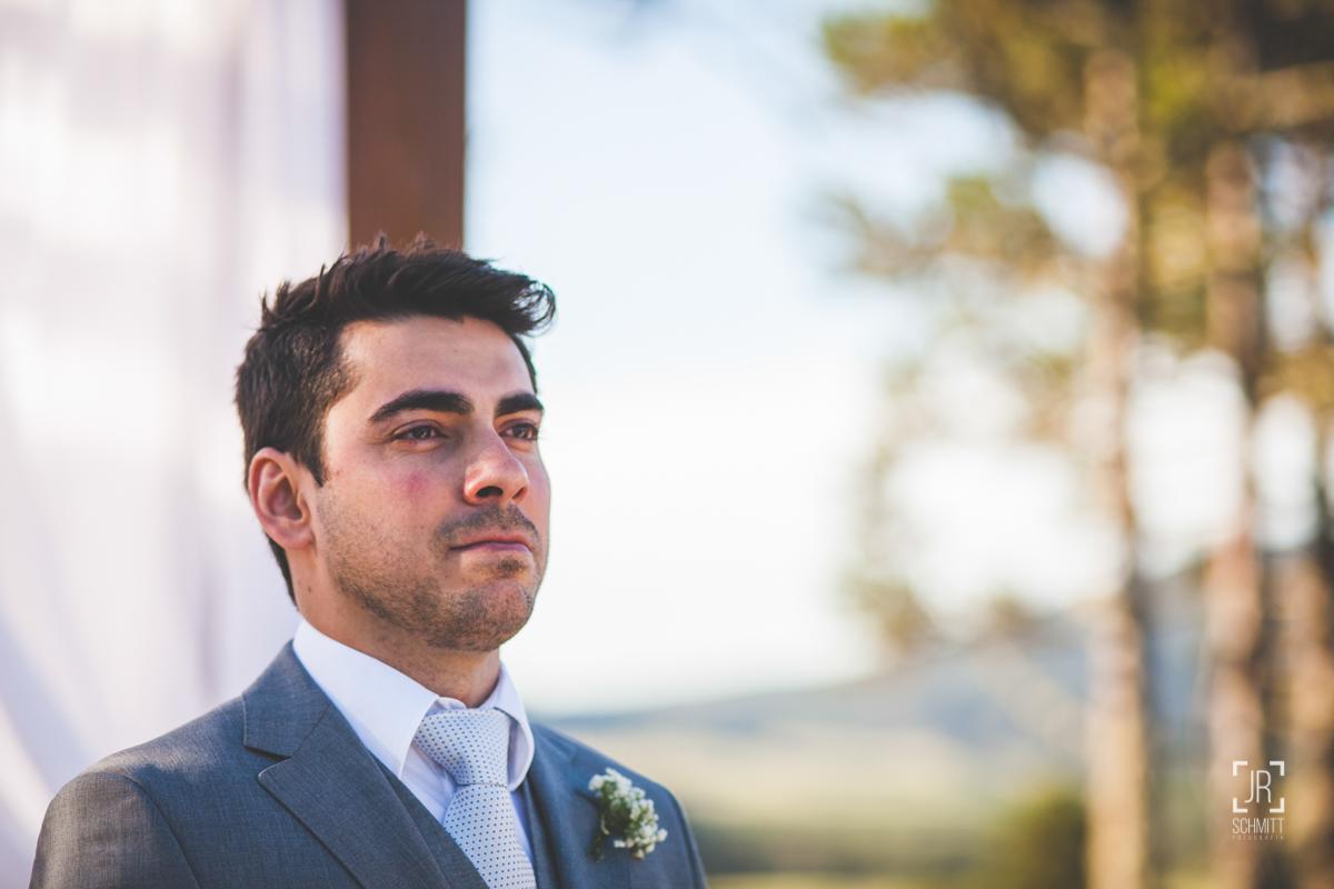 o noivo olhando pela primeira vez a sua noiva