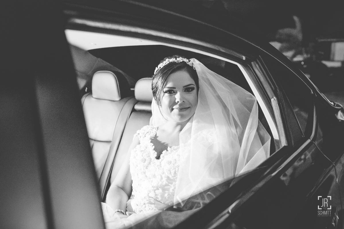 noiva no carro entrando na igreja Puríssimo Coração de Maria - casamento