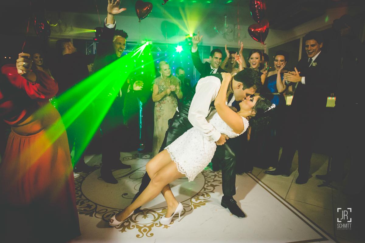 o grande beijo dos noivos - casamento