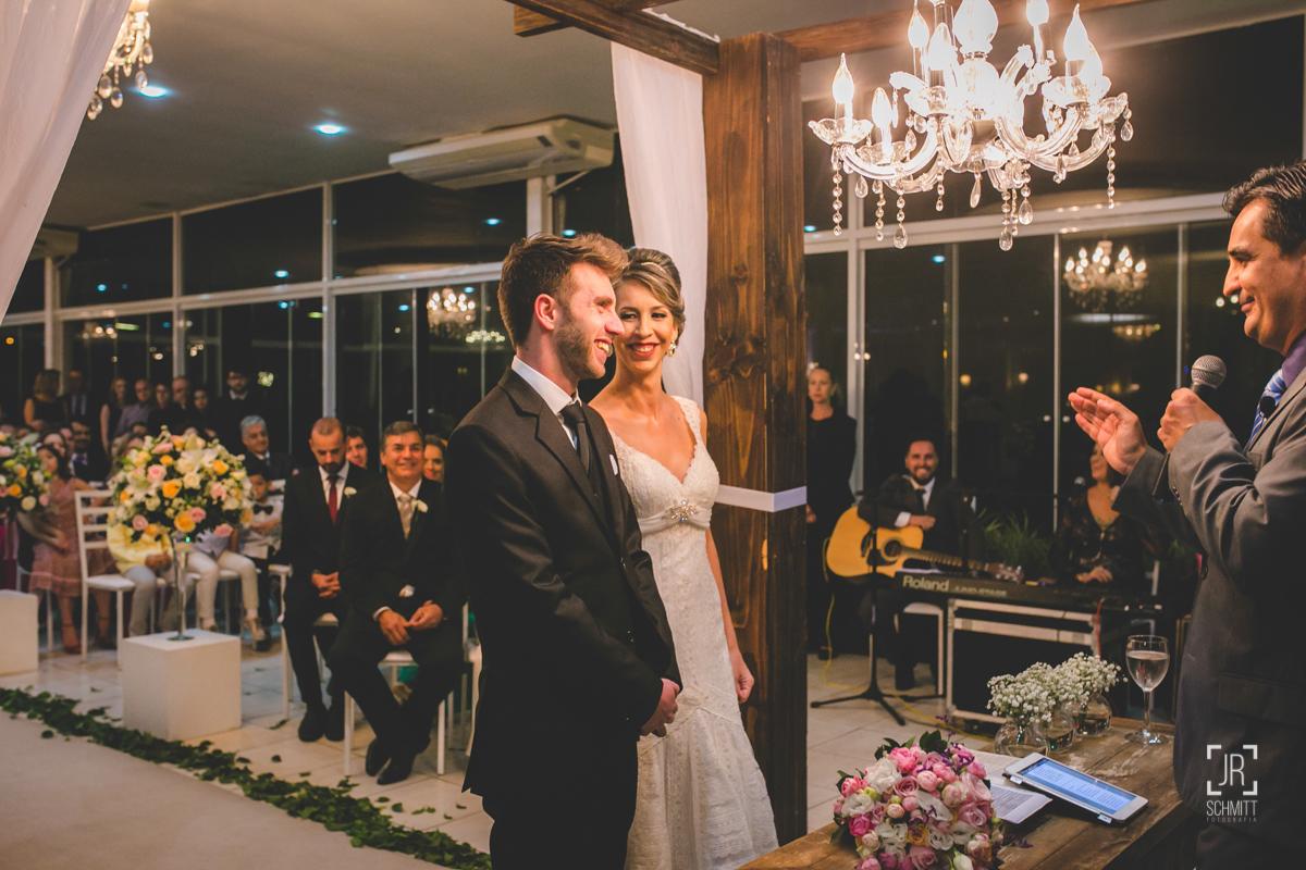 troca de olhares na cerimônia do casamento