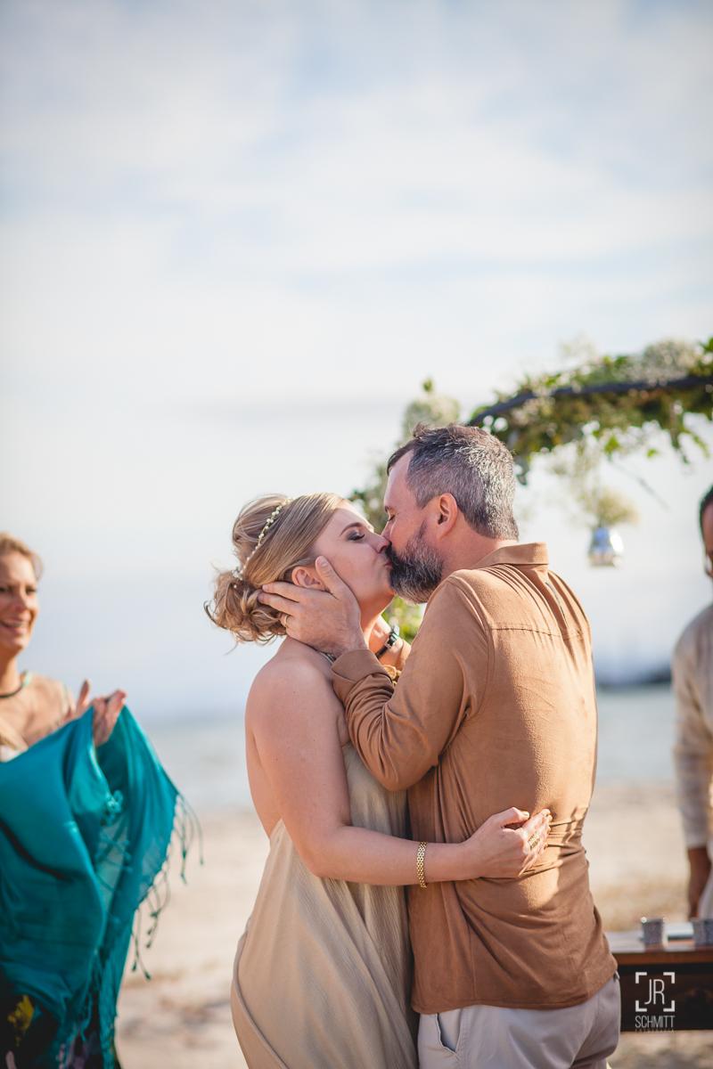 O primeiro beijo como marido e mulher
