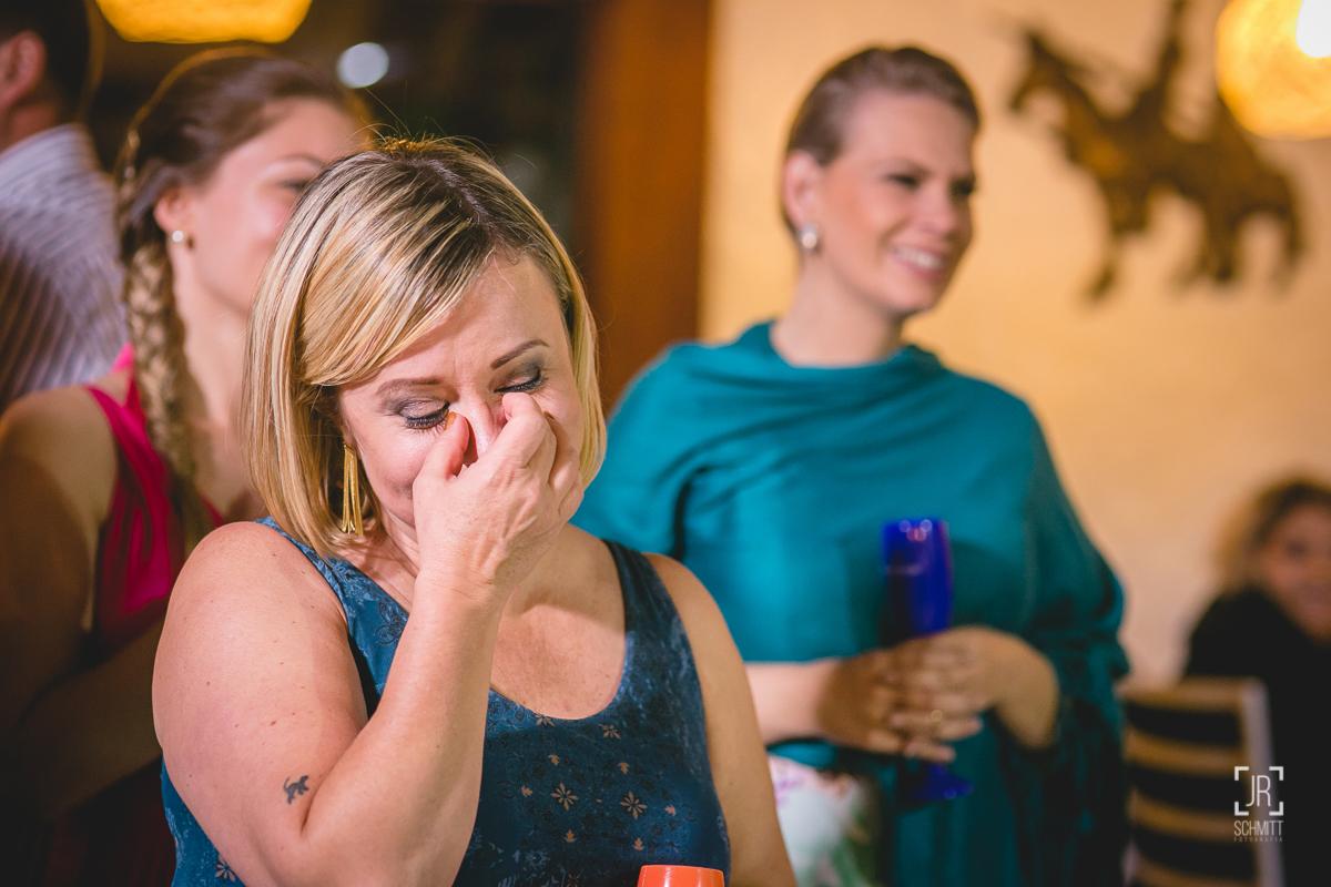 Irmã da noiva se emociona ao ouvir as palavras da mãe