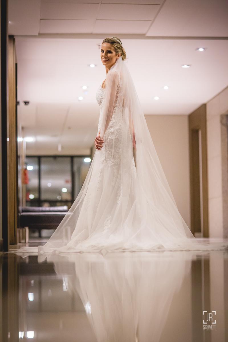 foto da noiva com reflexo no chão