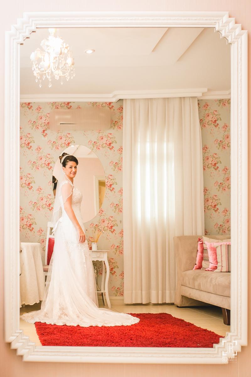 noiva no espelho do dekarrare com tapete vermelho