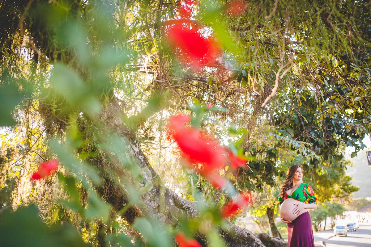 Flores vermelhas e gestante