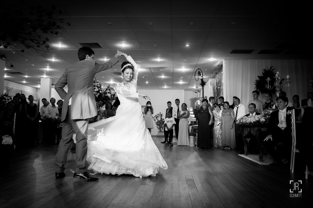 noivos dançarinos