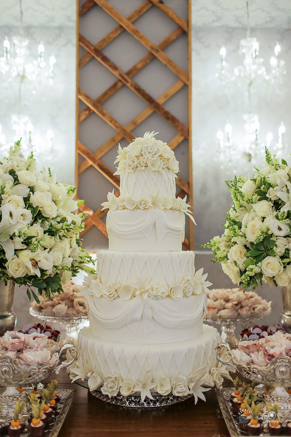 Mesa de bolo assinada por Vanille Festas - fotografia de casamento goiania