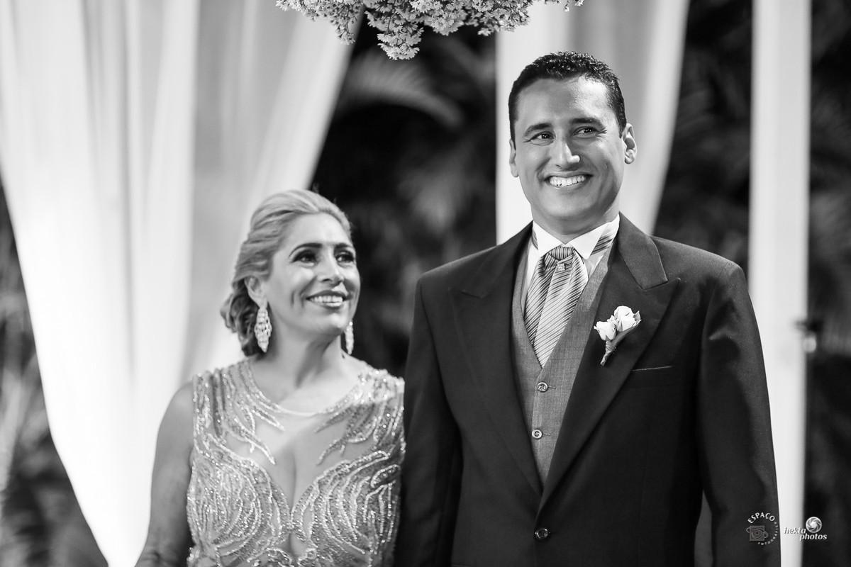 Noivo chorando - Entrada da noiva - fotografia de casamento Goiania