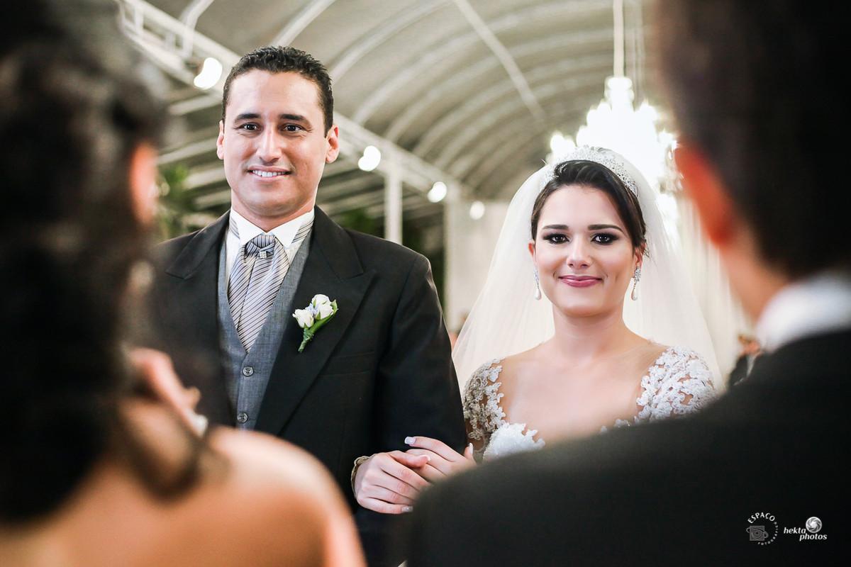 Noiva Chorando - Entrada da noiva - fotografia de casamento Goiania