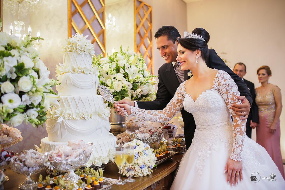 Corte do bolo - festa de casamento