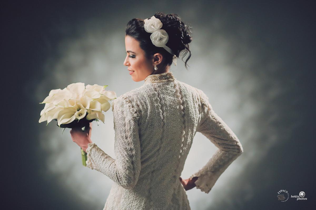 O mesmo vestido usado pela mãe da noiva há 40 anos.